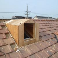 屋根に窓を付けました。のサムネイル